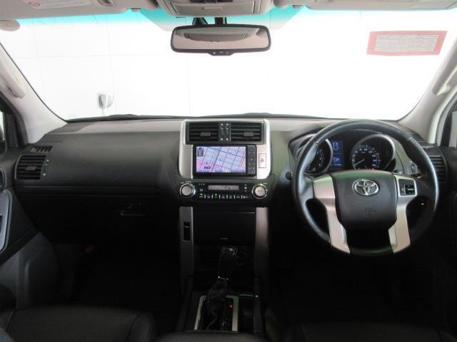 使いやすく運転しやすいレイアウトの運転席周り。