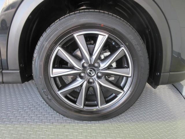 足元を引き締めてくれる純正の大径アルミホイール。タイヤサイズは225/55R19です。