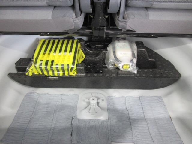S フルセグ メモリーナビ DVD再生 バックカメラ ETC 乗車定員7人 3列シート ワンオーナー アイドリングストップ(18枚目)