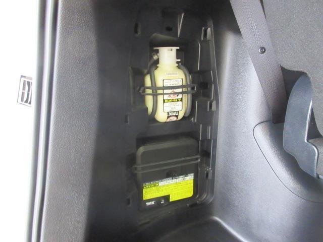Xi 電動スライドドア HIDヘッドライト 乗車定員8人 3列シート ワンオーナー 記録簿 アイドリングストップ(17枚目)