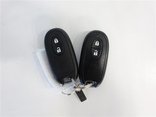 スマートキーは携帯していればわざわざ取り出す必要はありません。キーはポケットやカバンに入れたままでOK!ドアの開錠施錠やエンジン始動が出来ます!