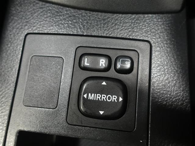 狭い道で離合するときでも安心!スイッチを押すとドアミラーを格納する事が出来ますよ♪