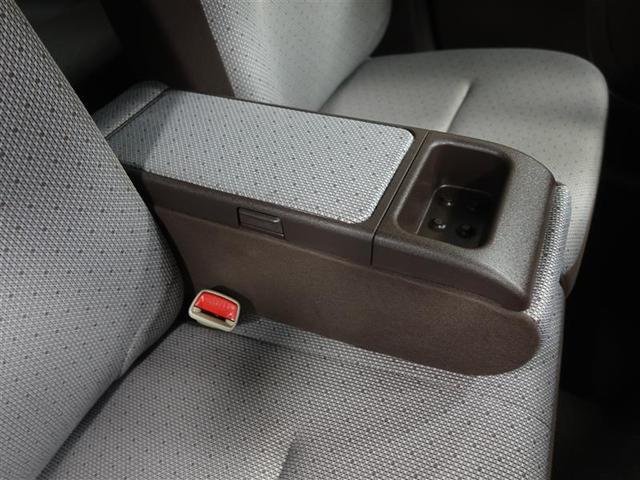 ベンチシートに有るアームレストには小物入れがついているので便利です。
