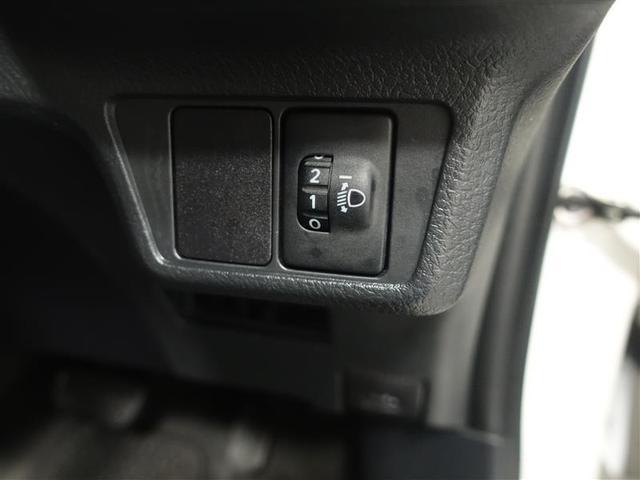 対向車に配慮することが出来る、ヘッドライトの光軸調整機能付。