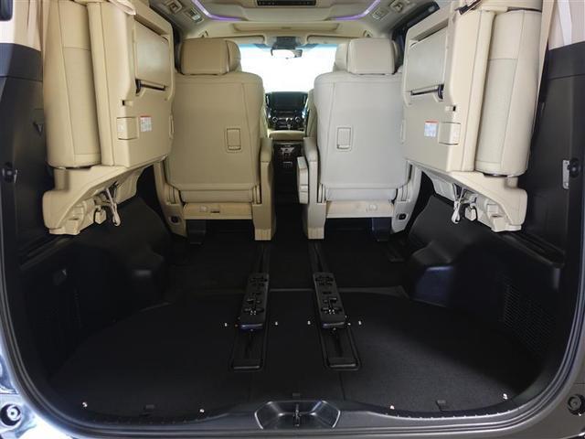 サードシートを跳ね上げれば更に大きい荷物も積めちゃいます!