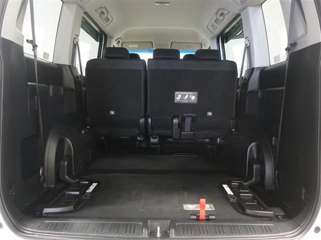 サードシートを折りたためば更に大きい荷物も積めちゃいます!