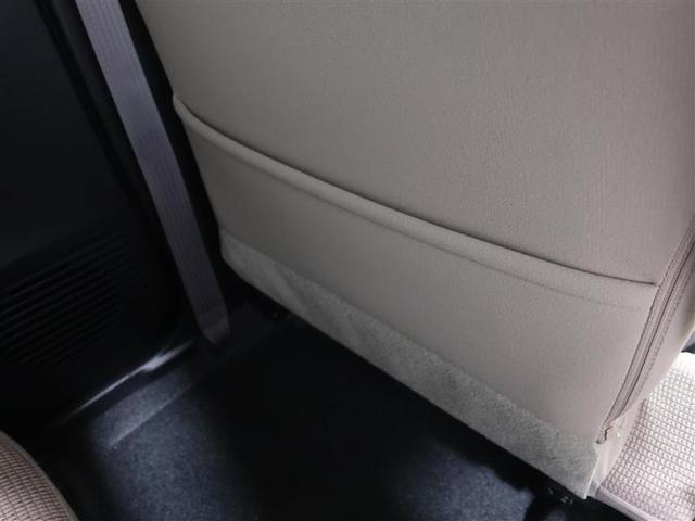 助手席シートの裏面には雑誌など入れて頂けるポケットが装備されています。