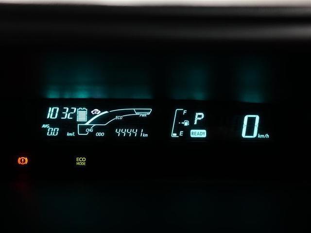 マルチインフォメーションディスプレイは、駆動電池の残量・平均燃費・エネルギー回収量の推移などでエコドライブをサポートします。