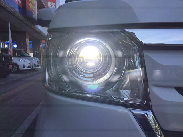 LEDヘッドライト HIDヘッドライトに比べ立ち上がりが早く、寿命も約3倍長いと言われるLEDヘッドライト!オススメ装備です!