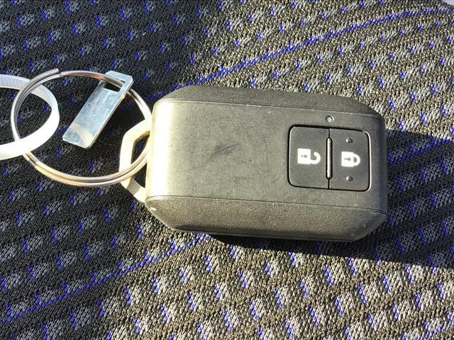 荷物を持っててポケットの中のキーが取りにくい!って思った事はないですか?このスマートキー機能で問題解決!キーを挿さずにスイッチ一つでロック解除&キーロック!勿論、エンジンもキーを差し込まなくてOK!!