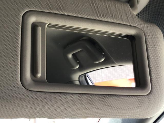便利な装備サンバイザーミラー!ちょっとした化粧直しやエチケットチェックの時などにすごく助かる装備です!最近の車は気が利いてますね!