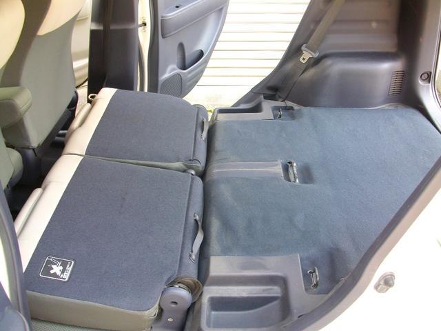 簡単操作でリアシートをフラットに!より荷物もつめる!