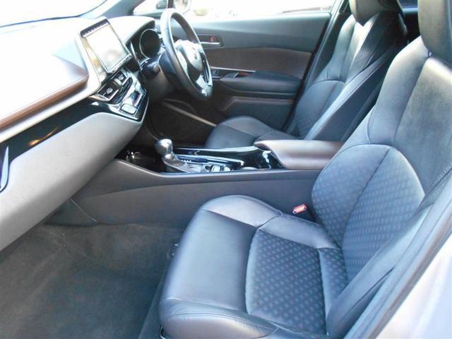 運転席・助手席もゆったり乗れます♪運転席・助手席には寒い日のドライブを快適にしてくれるヒートシーター付きです★