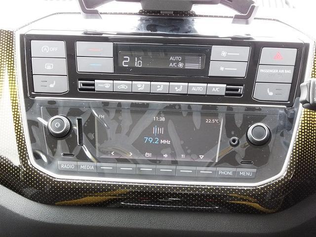 スマホを繋いで音楽を聴きます。USBを直接繋ぐこともできます。