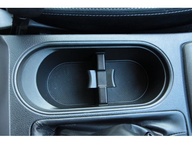 置きやすい前席用のカップホルダー!