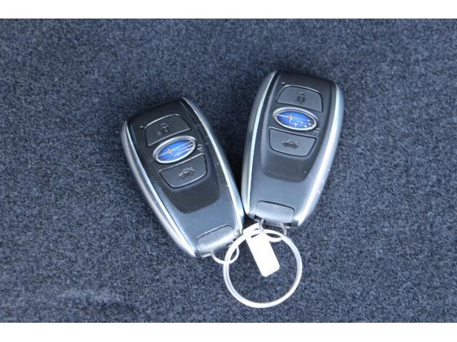 アクセスキーを携帯してドアハンドル内側に触れるだけで解錠、ドアハンドルのセンサーに触れるだけで施錠が可能です!