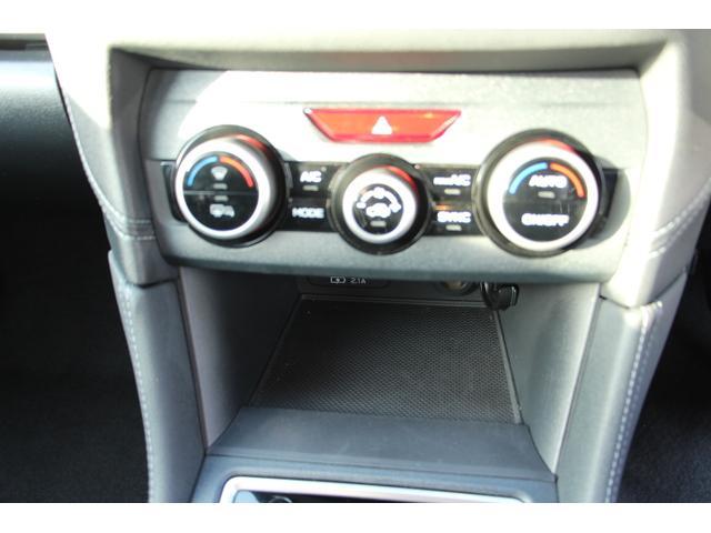 左右独立温度調整機能付オートエアコン!乗る人それぞれの体調やお好みに合わせて、運転席・助手席で別々の温度調整が可能です!