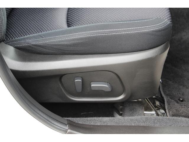 運転席8ウェイパワーシート(前後スライド/前チルト/リフター/リクライニング)
