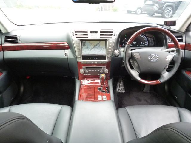 ◆9.木目調ウッドパネル仕様のゴージャスな内装/オートクルーズコントロールで長距離もアクセル踏まずに快適ドライブ!