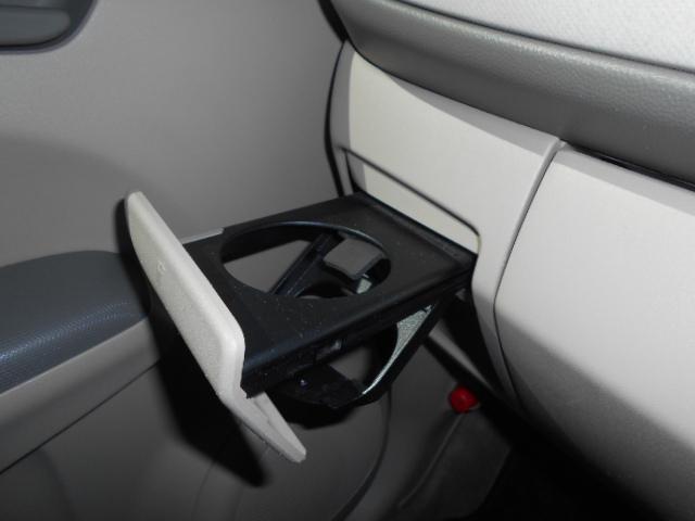 ドライブには欠かせないドリンクホルダー付きのスペースです!