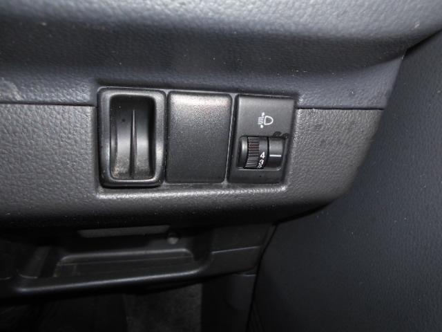荷物の積載時や、4名乗車する場合、ライトが上がるので、対向車から、パッシング!ライトレベライザーは、その時に下に調整出来る便利なアイテム付きのスピアーノです!