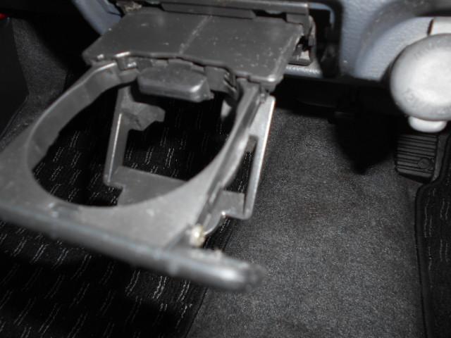 運転席でも助手席からでも便利なドリンクホルダー付きのスピアーノです!