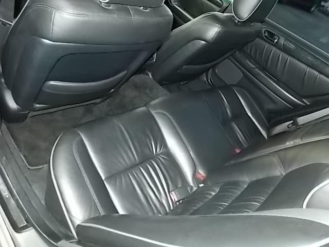 リアシートレザーのアリストベルテックスローダウン車高調エアロ付きです!