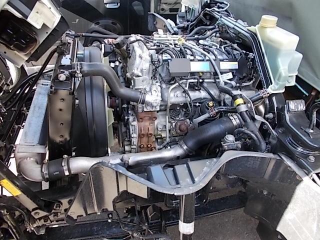 三菱キャンターと同等で4P10エンジン、3000ccDターボインタークーラー付きで、力もちのNT450アトラスロングワイドです
