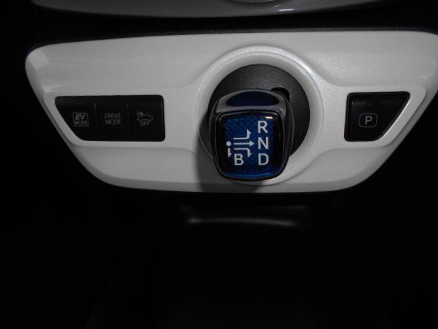 CVTですので、AT限定でも安心して運転出来ます!プリウスモデリスタエアロ付きです!