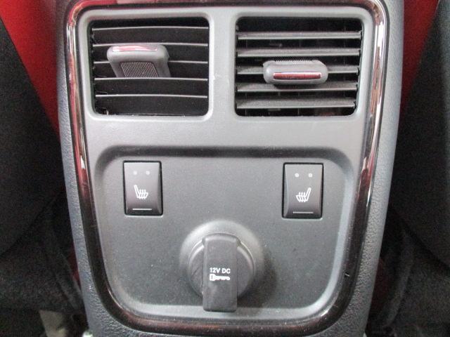 運転席・助手席側にはバニティミラーが装備されております。