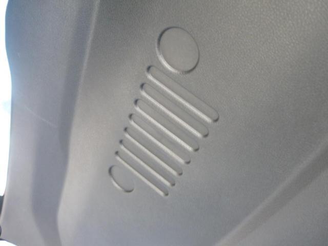 トランクルームです。フロア下にも収納可能となっております。