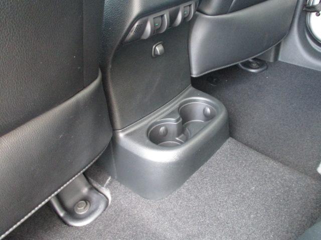 後部座席用のドリンクホルダーです。