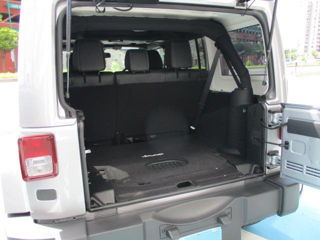 開口部が広い為、大きい荷物も楽に載せれますね。