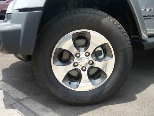 純正18インチアルミです。スタッドレスタイヤや社外アルミ・ホイール塗装などお気軽にお問合せ下さいませ。