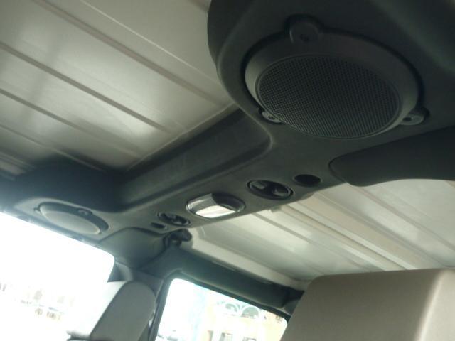 天井にスピーカーが付いております。ハードトップを取り外しても音楽が楽しめますね。