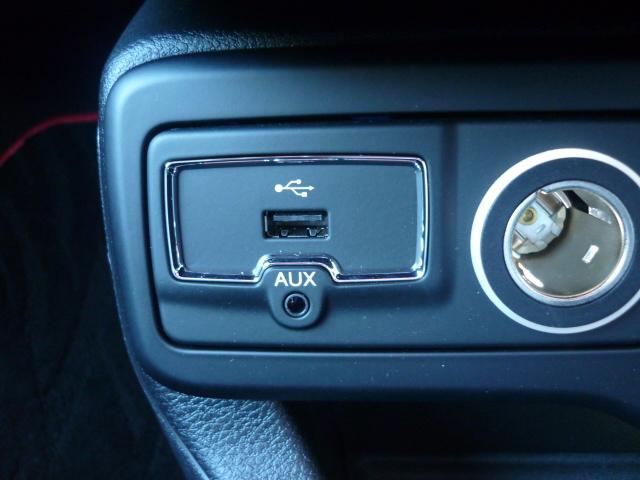 USB挿入口が付いております。IPODやIPHONEなどで音楽再生や充電も可能となっております。