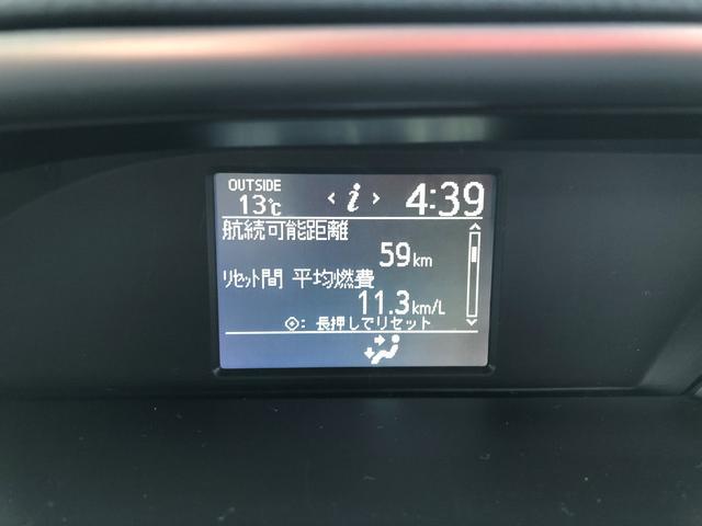 液晶に問題ありません。ご参考までですが、平均燃費11.3キロとなっております。