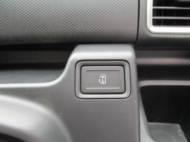 助手席側パワースライドドア開閉ボタンです。