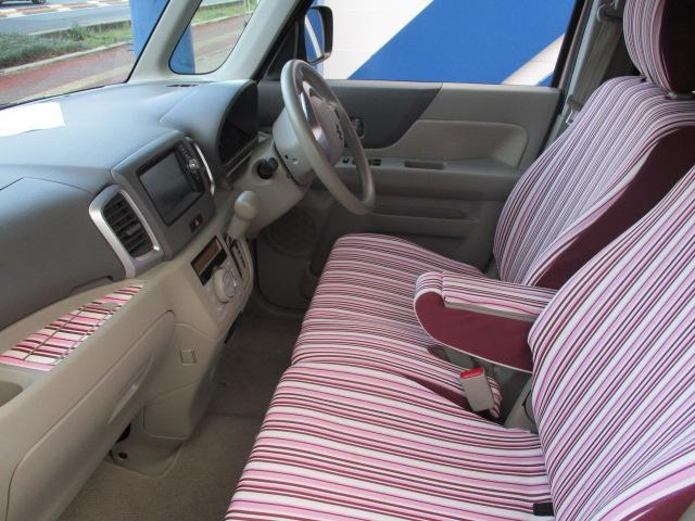 大きな汚れ・ニオイの無いきれいな車内です。