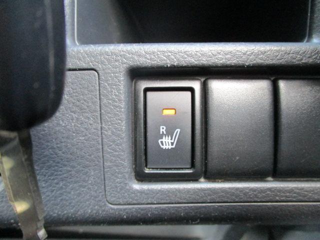 運転席にはシートヒーターがついています。冬場の寒い時期には助かります。(^_^)v
