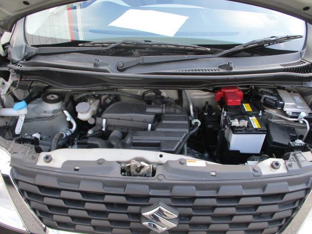 オイル漏れなど見受けられないきれいなエンジンルームです。(^^ゞ
