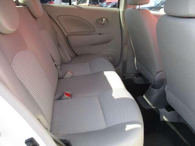 後席足元のスペースも十分☆大人がしっかり座れるスペースがあります♪