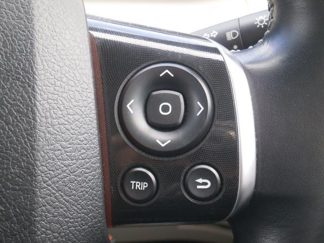 ステアリング内でTRIPなどの操作が可能です。運転に支障をきたさない配置になっています。