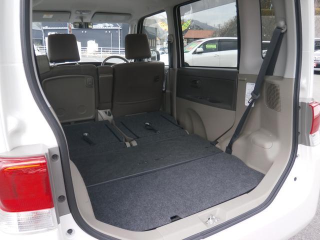 リアのラゲッジスペースはこれだけ広く使えます!後部座席のシートを倒せばさらに広く使うことが出来ますよ!