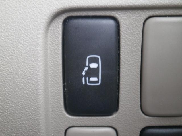 左側の電動スライドドアのスイッチです。