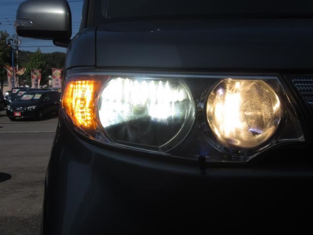 暗い夜道もしっかり照らすHIDライトです!!一般のハロゲンライトと比べ明るさは2倍〜3倍・寿命は約5倍・省エネでは約1/2の電力の消費になりバッテリーの負担も大きく削減できます!!