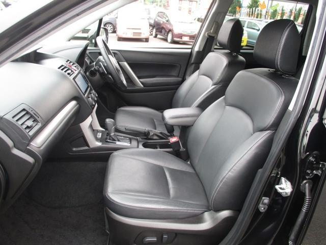 シートヒーター付きのレザーシートです。肌触りの良い本革♪ 前席はパワーシートになってます。