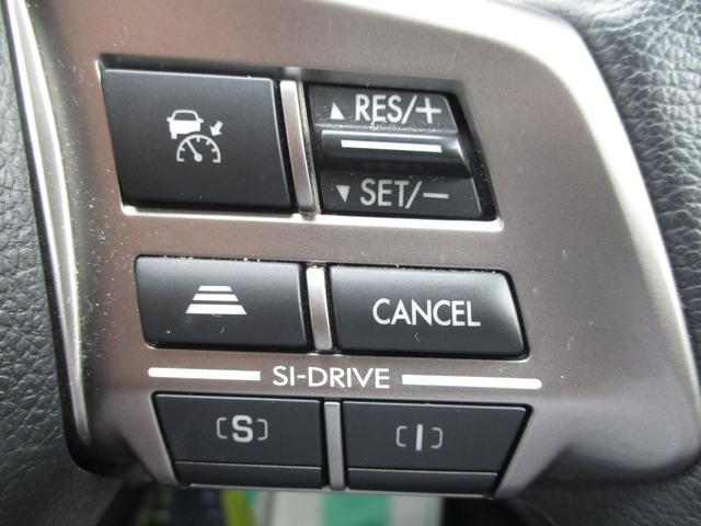 高速道路などでの定速走行時にアクセルを踏み続けてるって結構疲れませんか?便利なクルーズコントロールが付いてます。手元のスイッチで速度設定や加速、減速ができるからアクセルを踏んでなくても大丈夫♪