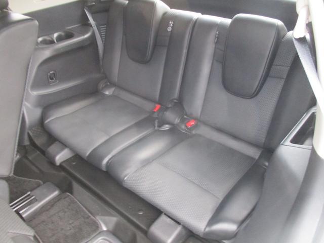 少し小さめのサードシートです。大人が長時間乗るのは少ししんどいかもしれません。お子さんなら余裕で乗れますよ♪