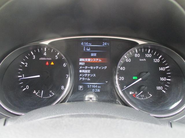 平均燃費などの走行状態や車のいろいろな情報を教えてくれる優れモノのインフォメーションディスプレイが内蔵されたメーターは視認性もいいんです。